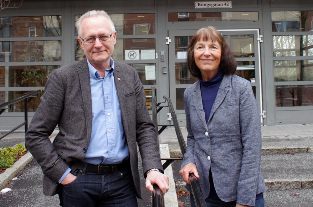Sven Jansson, skolnämndens ordförande i Enköping och Catharina Tjernberg, lektor i läs- och skrivutveckling. Foto: Jessica Lindegren