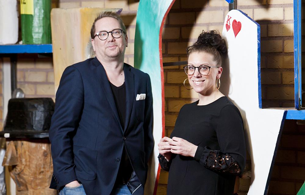 Bra ledning, tillåtande atmosfär och härliga kollegor gör att lärarna PM Svensson och Liv Lindahl stortrivs på Önneredsskolans högstadium i Göteborg. Foto: Patrik Bergenstav