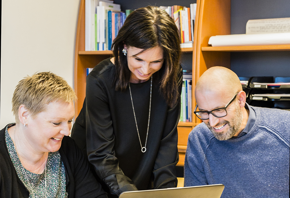 Christina Stark, lärare i NO på Vasaskolan, Malin Lövberg, lärare F-6 på Timmersdala skola och Andreas Olsson som undervisar i matematik och NO på Stöpenskolan. Foto: Kimmo Lundahl