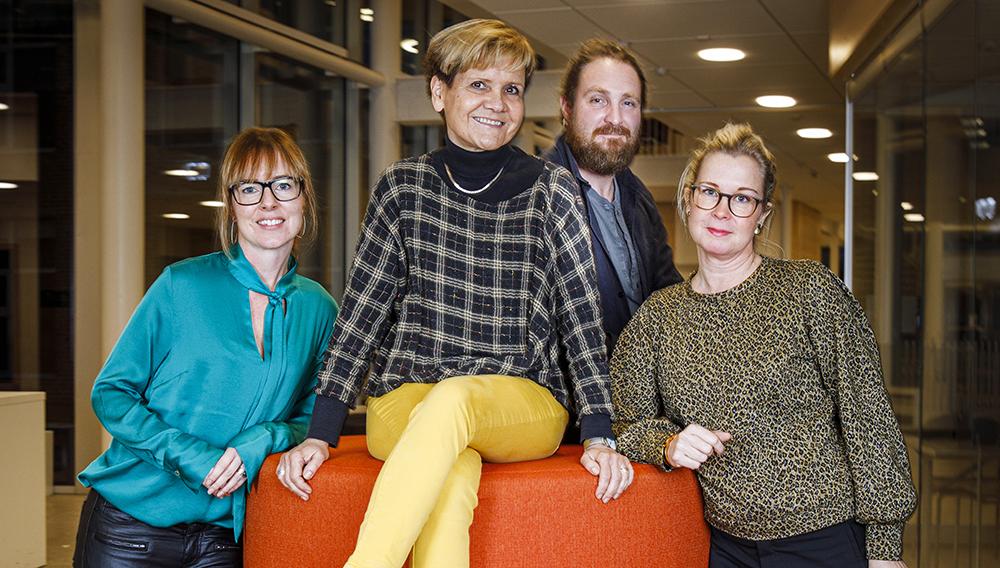 Camilla Jamakosmanovic, rektor, Susan Daun, lärare, Marcus Fornbacke, lärare och Maria Rörström Conradsson, verksamhetsledare för grundskolan i Höganäs. Foto: Lars Jansson