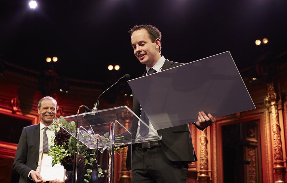 Andreas Claesson tar emot pris på Lärargalan i november. Foto: Lärargalan