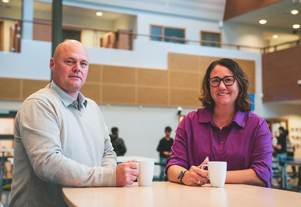 Som förstelärare är Robert Svensson och Jonna Ronner med och utvecklar skolan i Hässleholm. Foto: Daniel Larsson