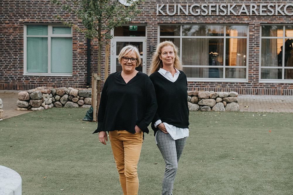 Rose-Marie Lindahl och Helena Abrahamsson är stolta över kommunens nya skola. Foto: Erica Möllerstedt
