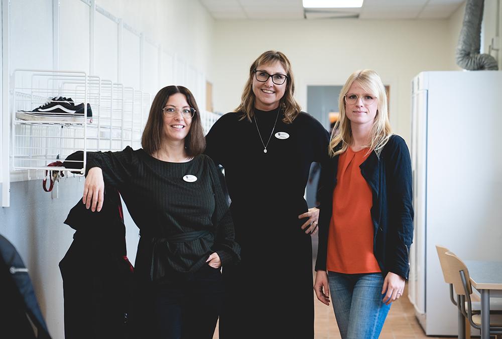 Nadja Pilbäck, rektor, Malin Sandberg, förstelärare och Maja Örjegård, fritidsledare på Köpinge skola i Kristianstad. Foto: Daniel Larsson