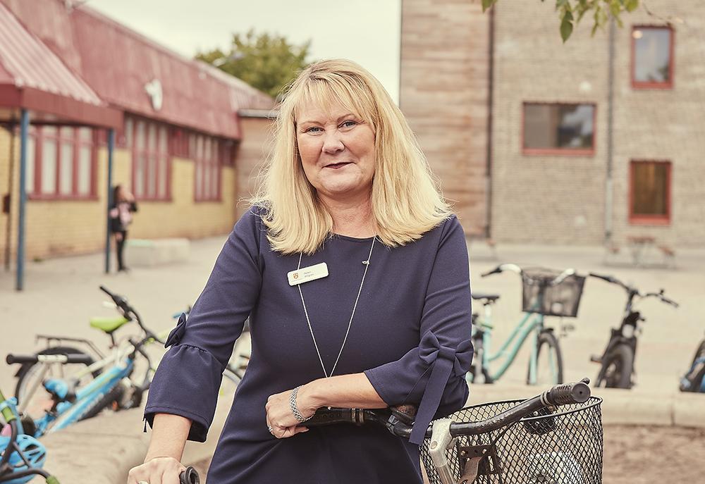 Helen Ahlgren älskar sitt arbete som lärare. – Jag är alltid glad när jag går till jobbet. Det finns ingen dag som är den andra lik, säger hon. Foto: Billy Lindberg