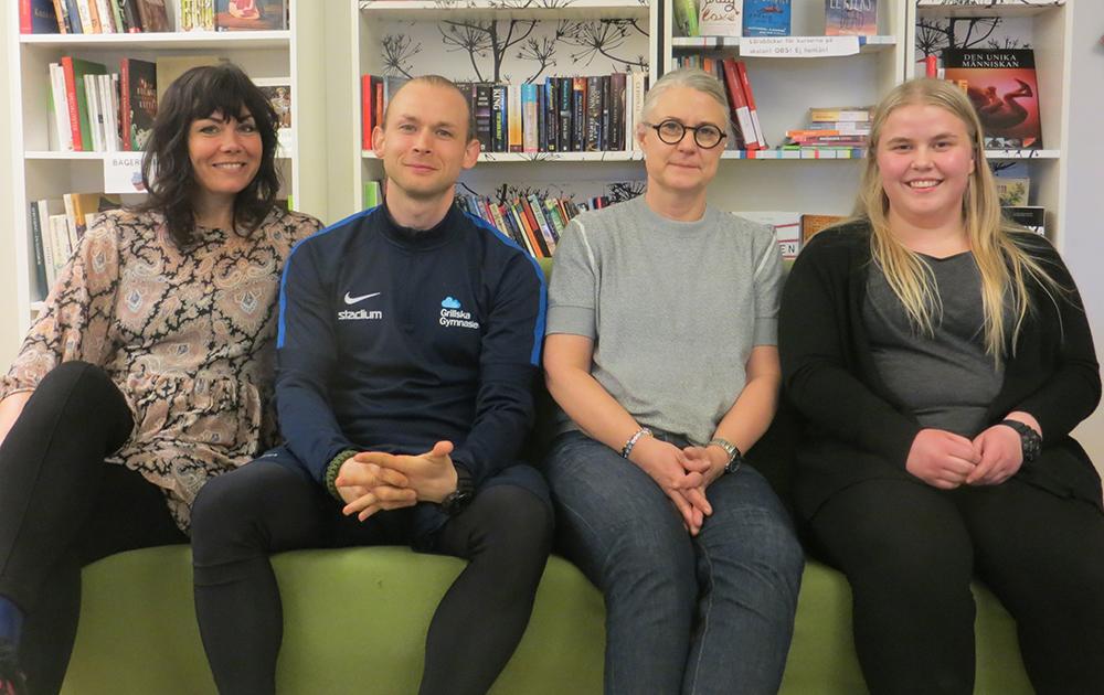 Paulina Crescentini, Gustav Lorenz, Erika Bosta och Ellen Westerståhl på Grillska Gymnasiet.